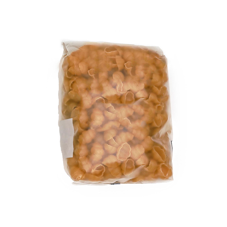 Pasta i en bra genomskinlig plastförpackning